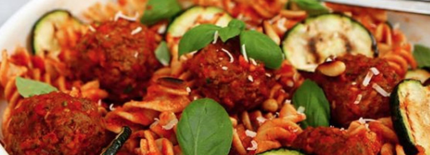 Fusilli met gehaktballen en tomatensaus